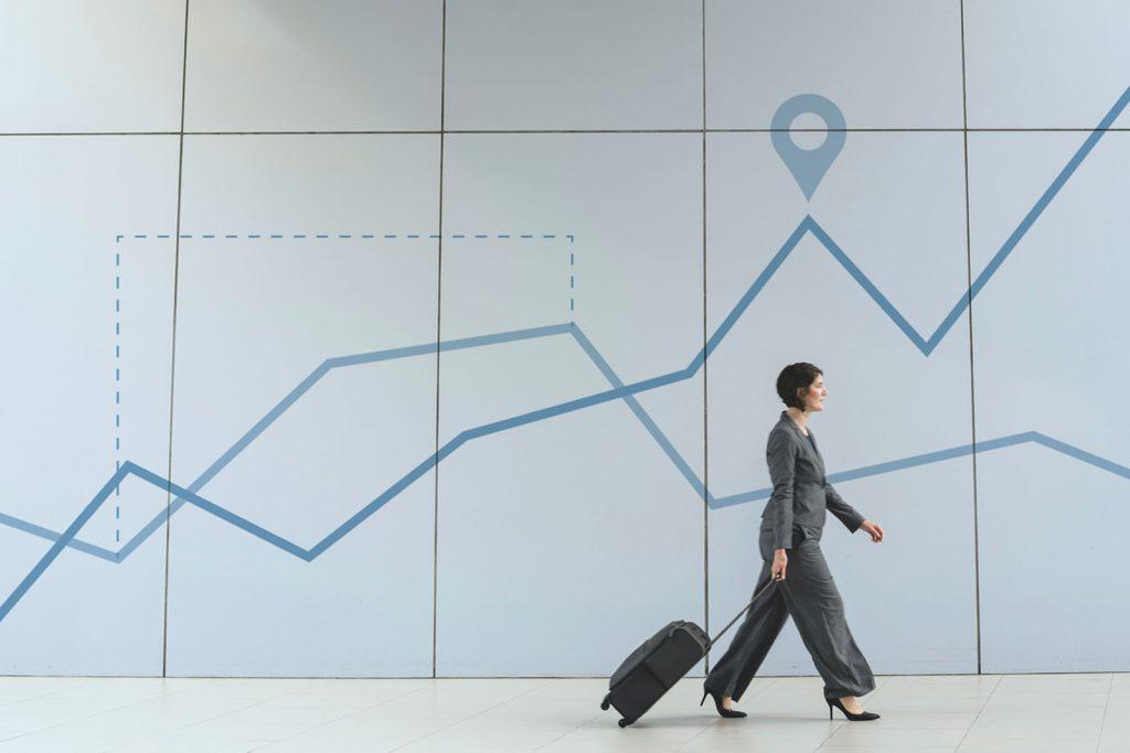 Mulher de negócios com uma mala no aeroporto